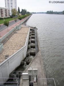 Passe à poissons à bassins successifs en rive droite du pont barrage de Vichy